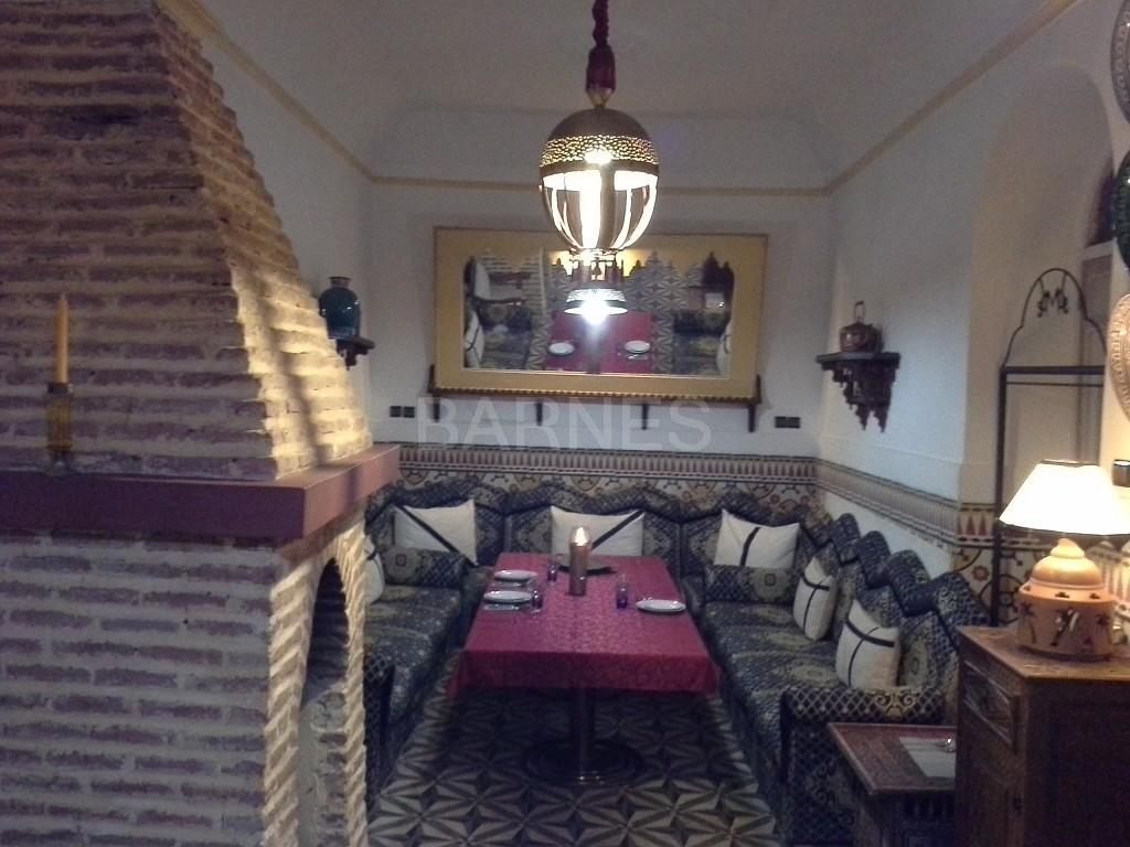Riad maison d'hôtes, 11 chambres, 11 salles de bains, 2 patios, salons, salle à manger,  picture 11