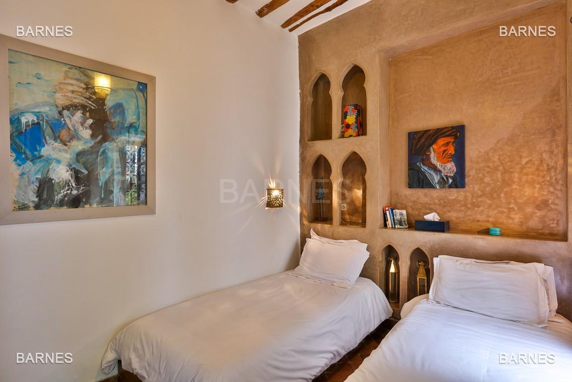 Riad maison d'hôtes, 6 chambres, 6 salles de bains, salon, salle à manger, cuisine, patio, bassin, terrasse. picture 9