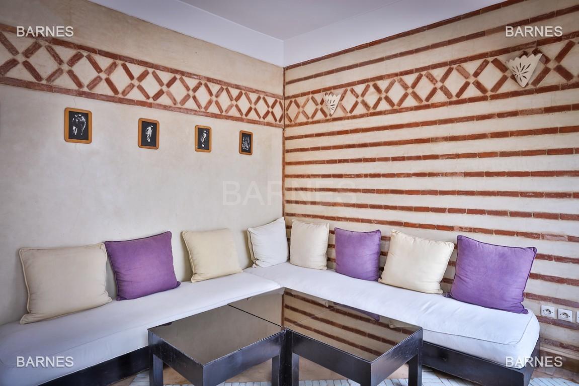 Riad maison d'hôtes, 6 chambres, 6 salles de bains, salon, salle à manger, cuisine, patio, bassin, terrasse. picture 6