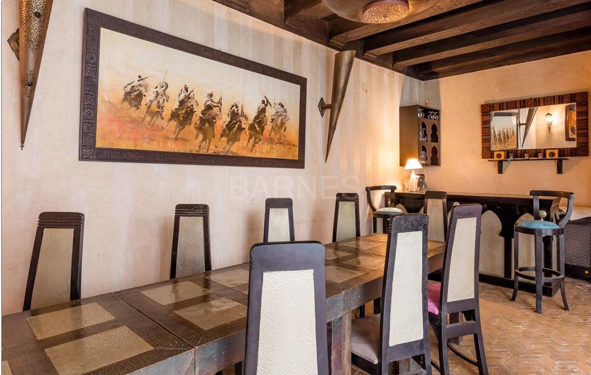 Riad maison d'hôtes, 7 chambres, 7 salles de bains, patio piscine, bhou (salon ouvert), cheminée, salle à manger, terrasse picture 9