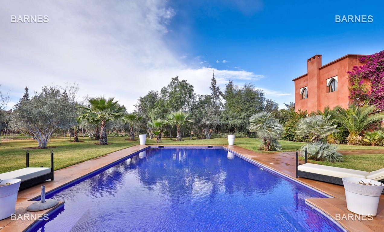 Superbe villa marocaine, construite sur un beau terrain arboré de 1 hectare à la sortie de Marrakech, 10mn en voiture du centre ville.  picture 8