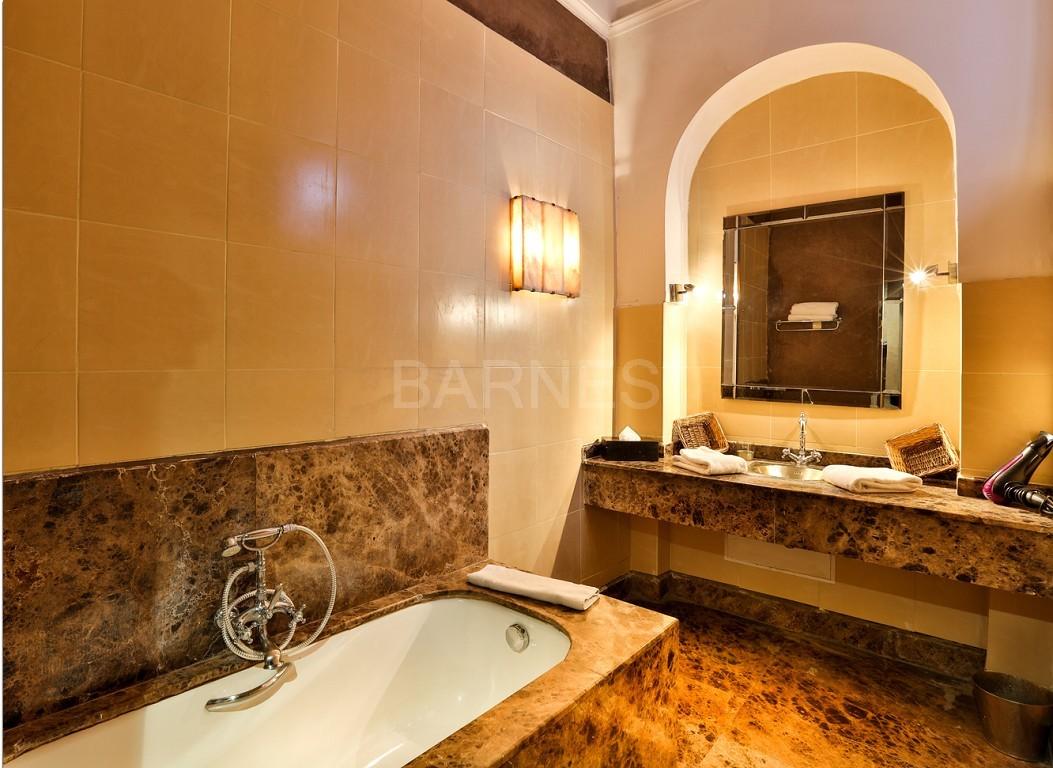 Riad maison d'hôtes, salon, salle à manger, 3 chambres, 3 suites, 6 salles de bains, piscine, terrasse picture 1