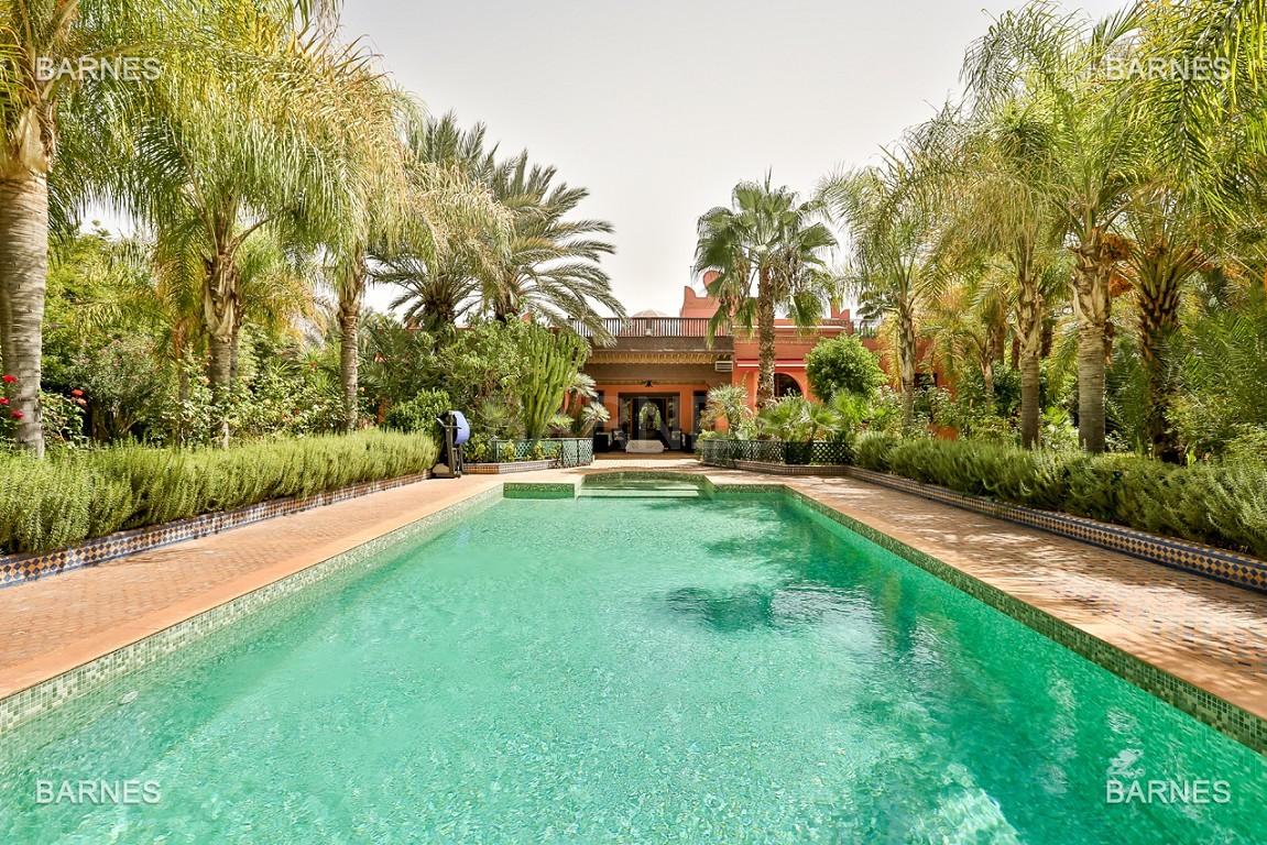 Très belle propriété a la palmeraie, véritable opportunité en terme de rapport qualité prix. 6 chambres un hectare de terrain arboré, dans la belle palmeraie , belle piscine. Matériaux noble marbre, boiserie en cèdres… picture 0