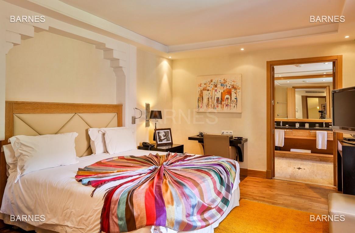 Située entre Medina et Ville nouvelle , superbe villa type Ryad dans un Hotel 5 étoiles .   picture 13