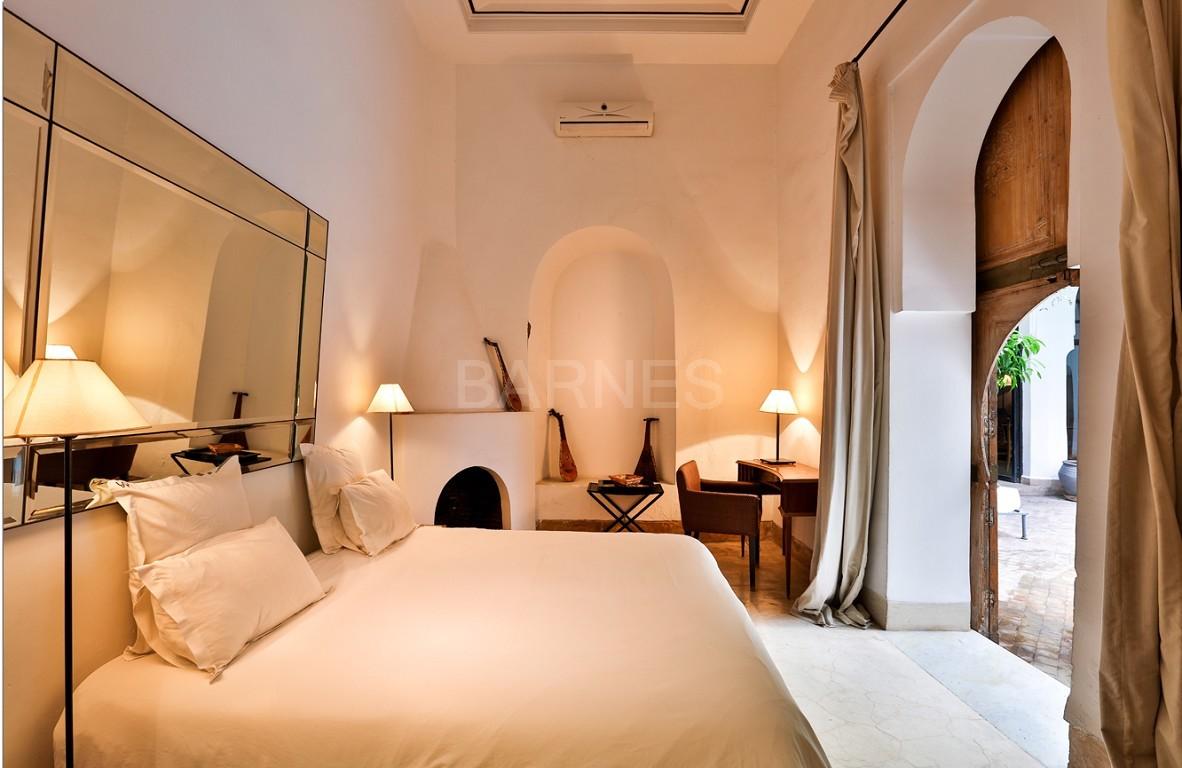 Riad maison d'hôtes, salon, salle à manger, 3 chambres, 3 suites, 6 salles de bains, piscine, terrasse picture 4