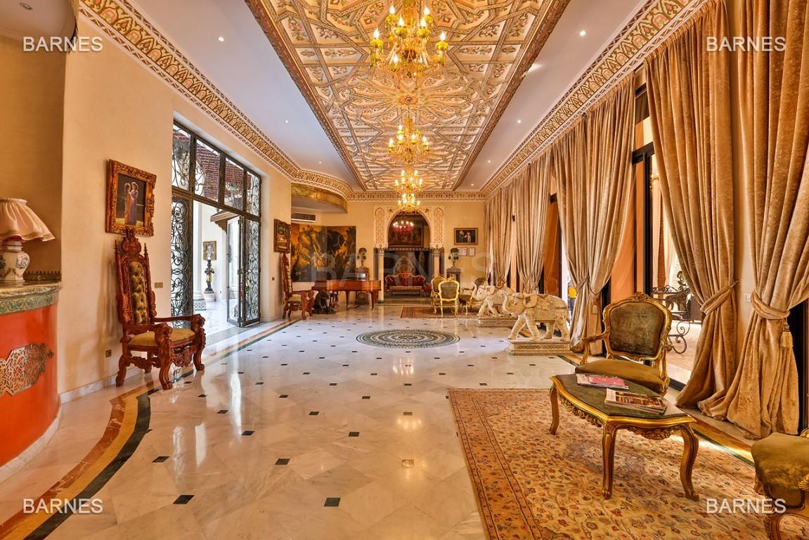 véritable palais arabo andalou aux dimensions impressionnantes. picture 4