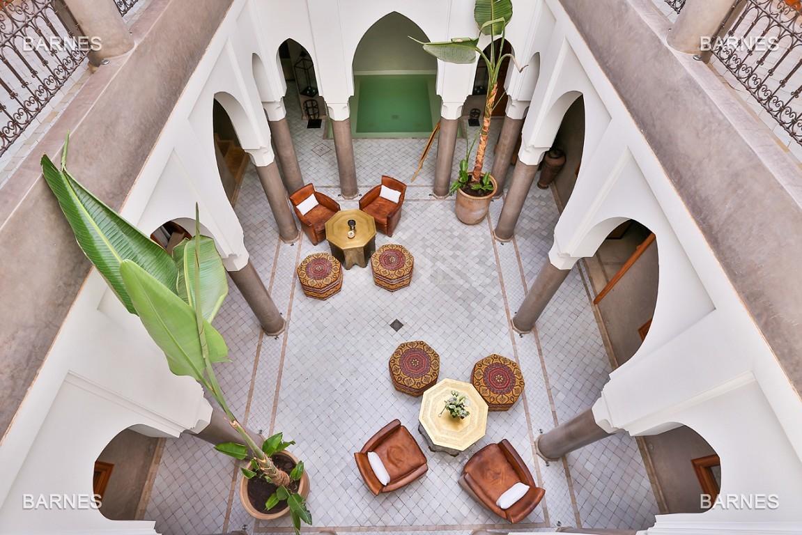 Maison d'hôtes, 8 chambres, 8 salles de bains, bassin, terrasse, jacuzzi. picture 8