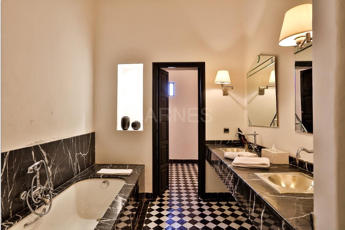 Riad maison d'hôtes, salon, salle à manger, 3 chambres, 3 suites, 6 salles de bains, piscine, terrasse picture 12