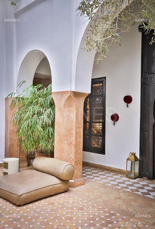 Riad maison d'hôtes, 6 chambres, 6 salles de bains, salon, salle à manger, cuisine, patio, bassin, terrasse. picture 1