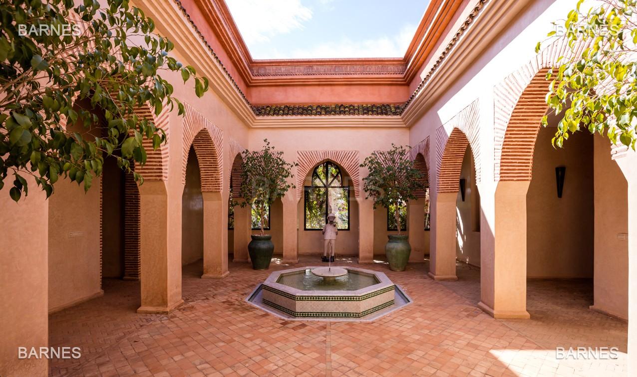 Très belle propriété d'inspiration marocaine, construite de plain pied sur 600m2  picture 3