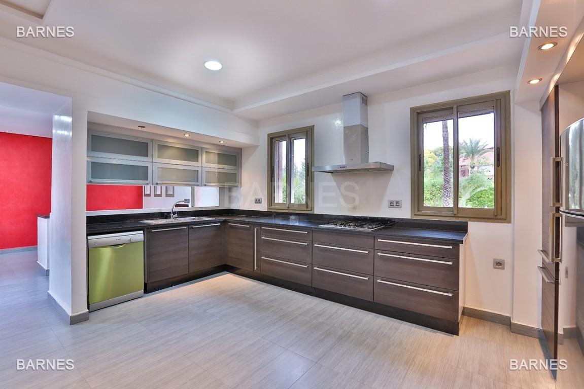 Villa contemporaine au coeur du circuit de la palmeraie Marrakech bâtie sur un terrain de 4000 m² et offrant une superficie habitable de 430 m². picture 2
