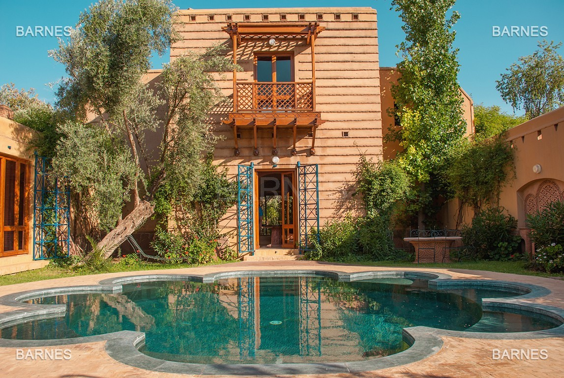 Une très belle propriété plein de charme, nichée au beau milieu d'un très beau parc de 2.500m²,  picture 0