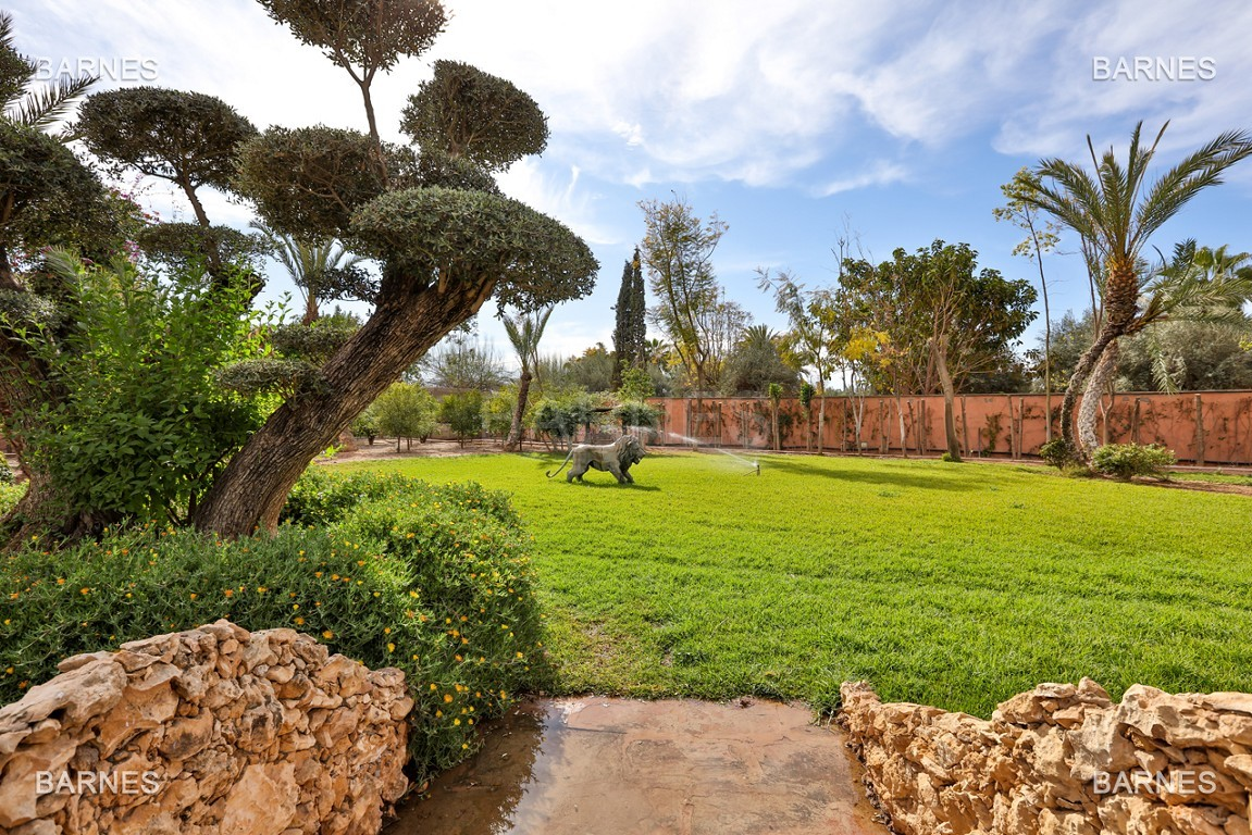 véritable palais arabo andalou aux dimensions impressionnantes. picture 6