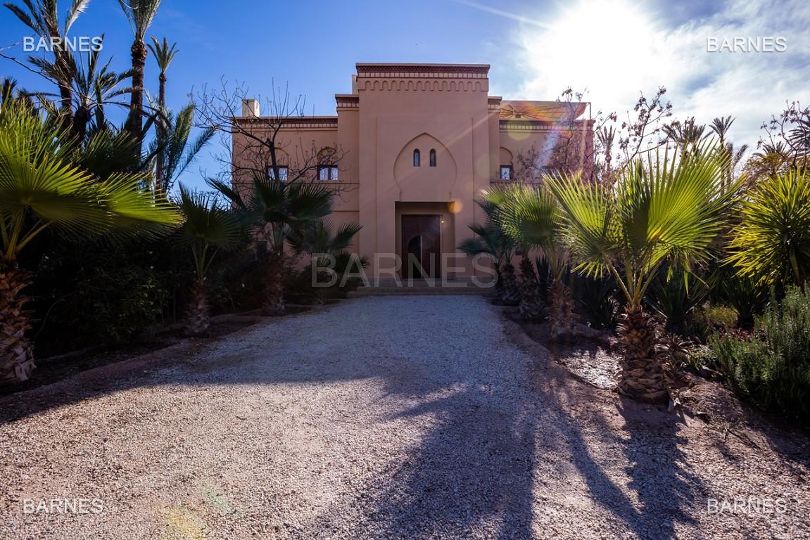 Très belle villa de style Marocain et art déco située dans un secteur de la palmeraie calme et accessible .  Parc sublime, villa principale avec piscine et maison d'ami avec piscine . picture 14