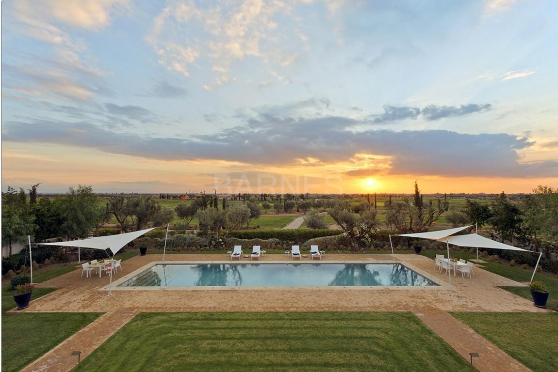 Nichée en première ligne du golf Al Maaden, cette tres belle propriété de luxe contemporaine abrite six chambres et suites au confort d'exception picture 4