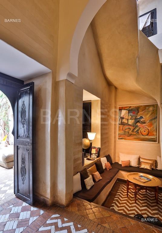 Riad maison d'hôtes, 6 chambres, 6 salles de bains, salon, salle à manger, cuisine, patio, bassin, terrasse. picture 12