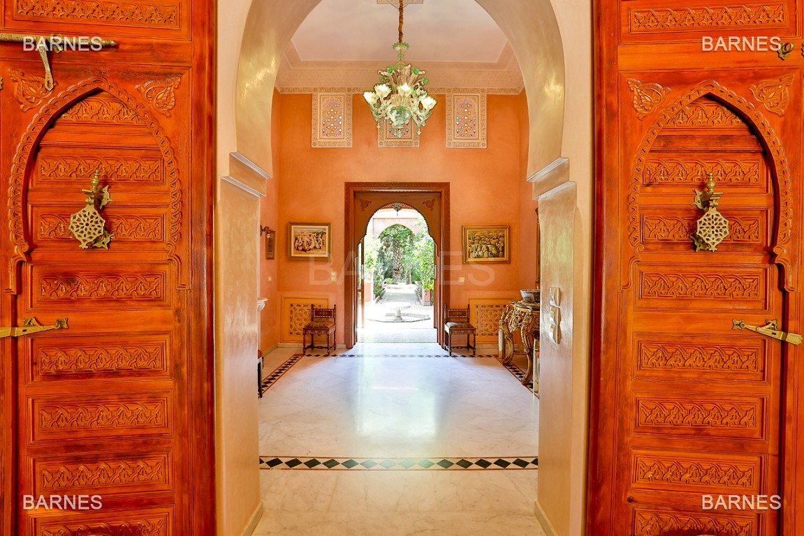 Très belle propriété a la palmeraie, véritable opportunité en terme de rapport qualité prix. 6 chambres un hectare de terrain arboré, dans la belle palmeraie , belle piscine. Matériaux noble marbre, boiserie en cèdres… picture 14