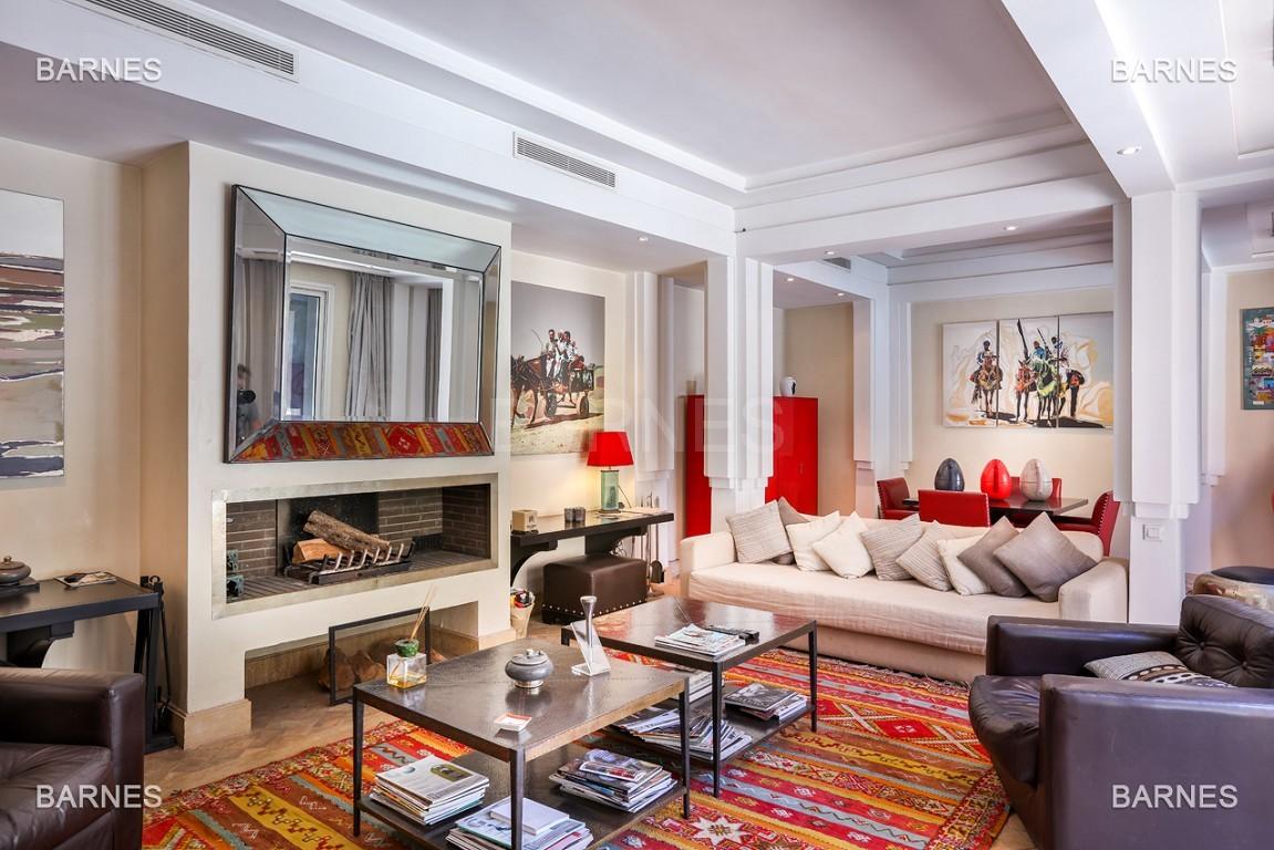 Située entre Medina et Ville nouvelle , superbe villa type Ryad dans un Hotel 5 étoiles .   picture 1
