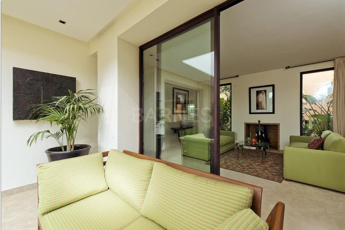 Nichée en première ligne du golf Al Maaden, cette tres belle propriété de luxe contemporaine abrite six chambres et suites au confort d'exception picture 14
