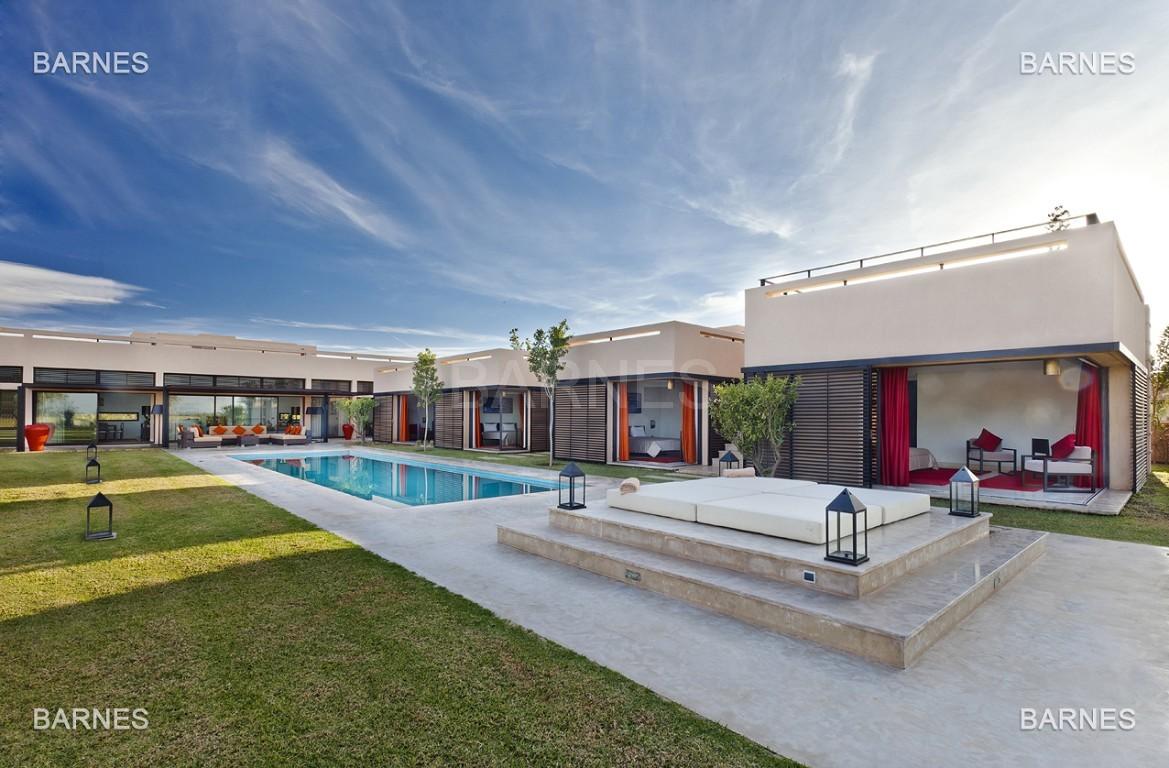 Villa contemporaine sur Golf de 400 m² habitables sur un terrain de 2500 m² picture 0