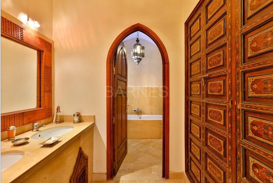 home Riad , heated patio , 2 living rooms , dining room , 5 bedrooms, 5 bathrooms , garage , patio picture 9