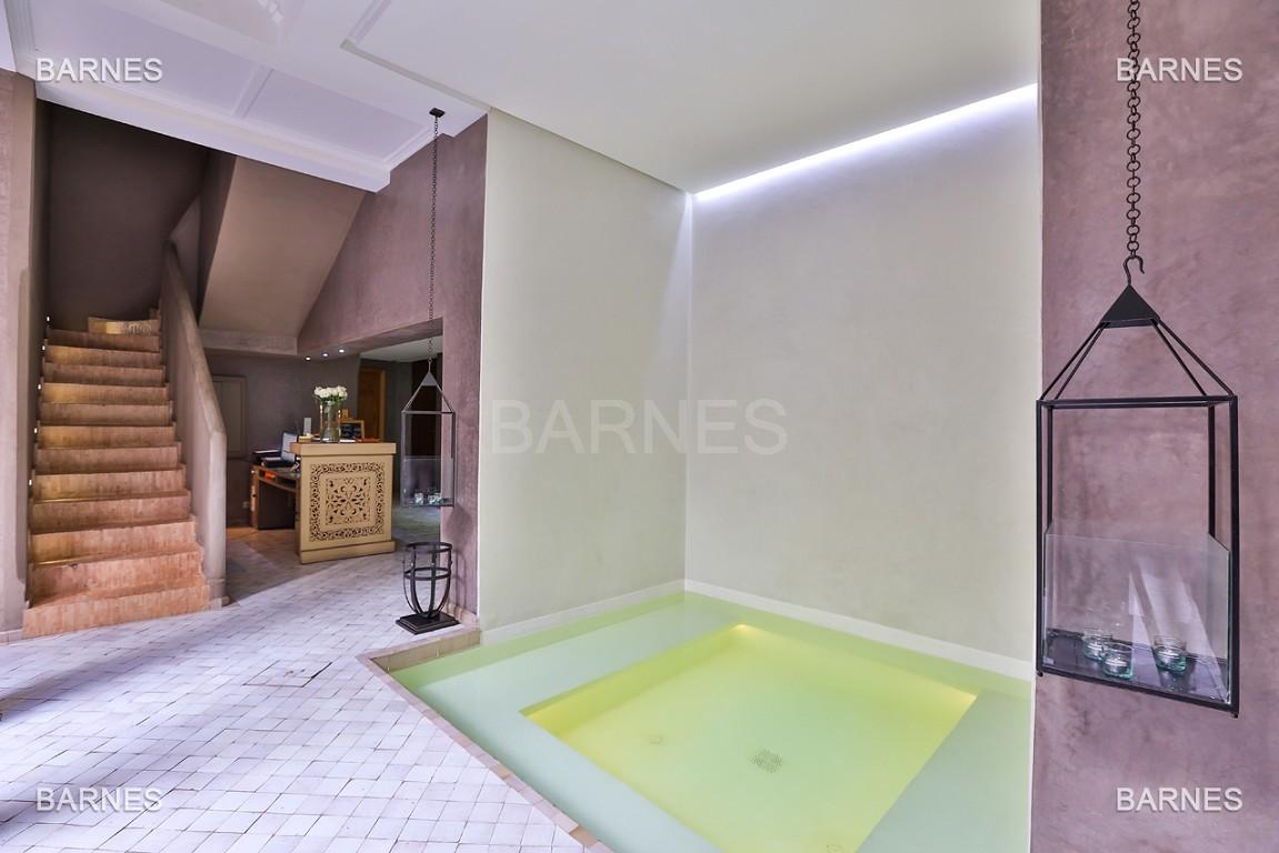 Maison d'hôtes, 8 chambres, 8 salles de bains, bassin, terrasse, jacuzzi. picture 1