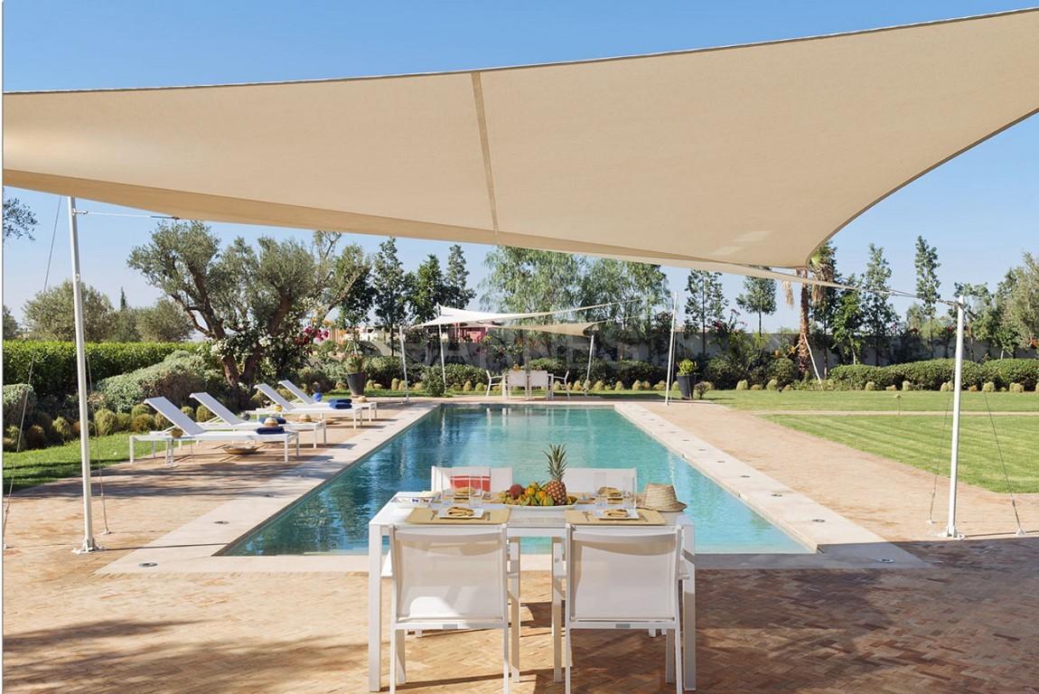Nichée en première ligne du golf Al Maaden, cette tres belle propriété de luxe contemporaine abrite six chambres et suites au confort d'exception picture 1