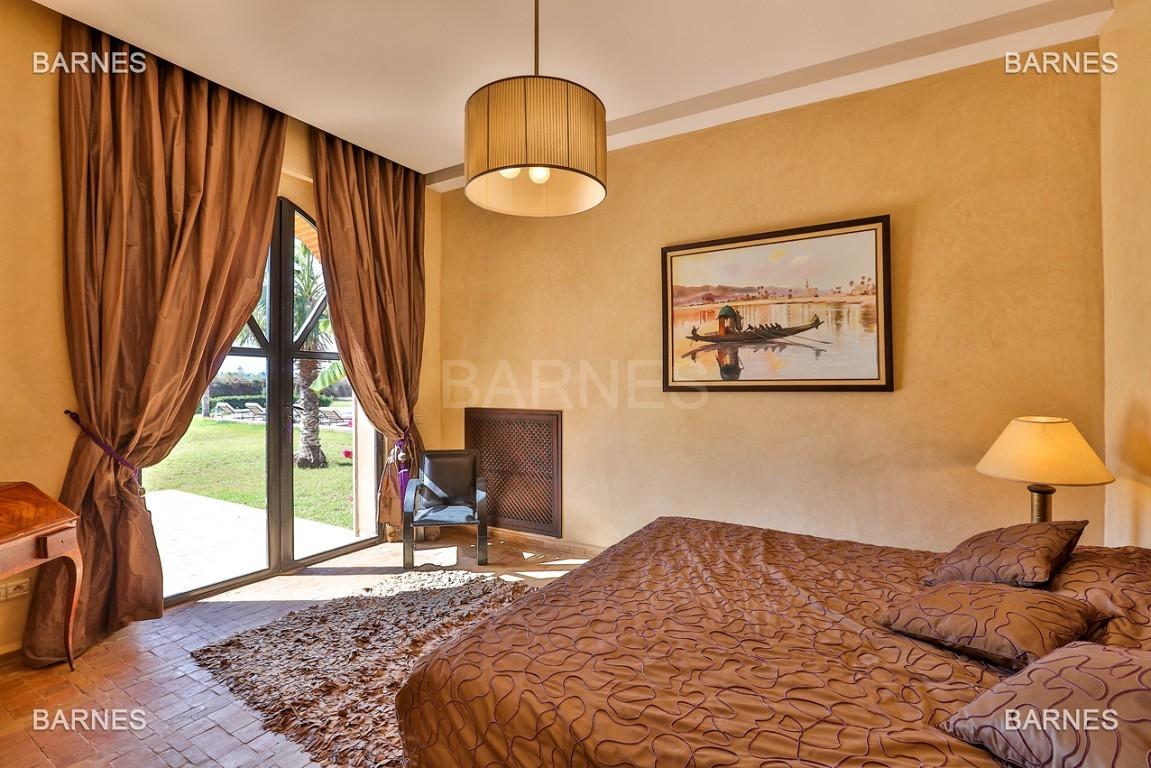 Très belle propriété d'inspiration marocaine, construite de plain pied sur 600m2  picture 10