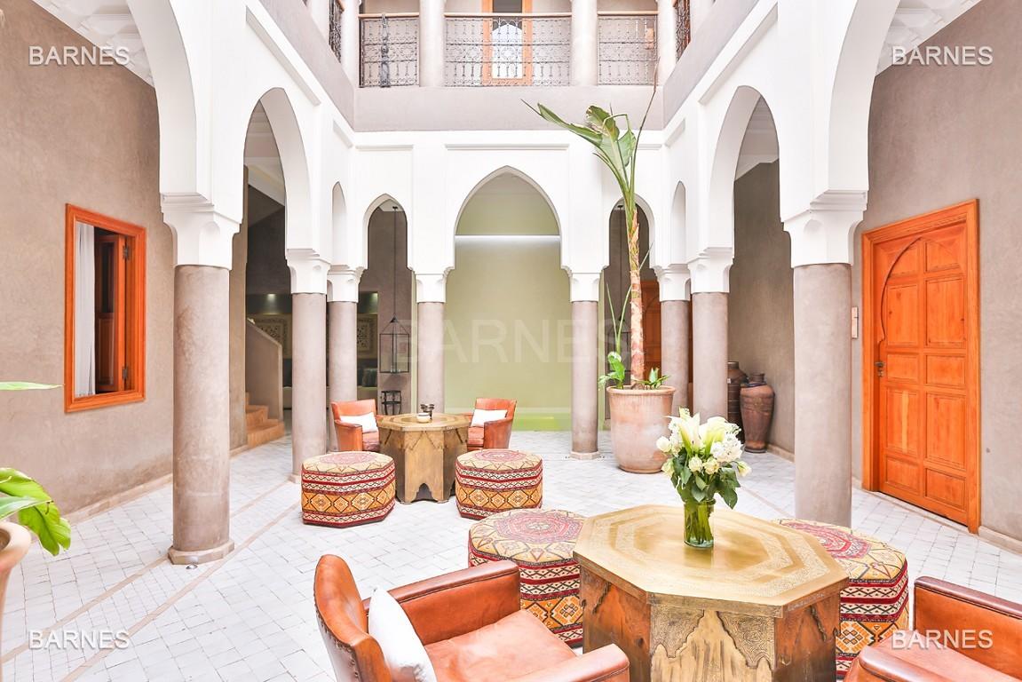 Maison d'hôtes, 8 chambres, 8 salles de bains, bassin, terrasse, jacuzzi. picture 5