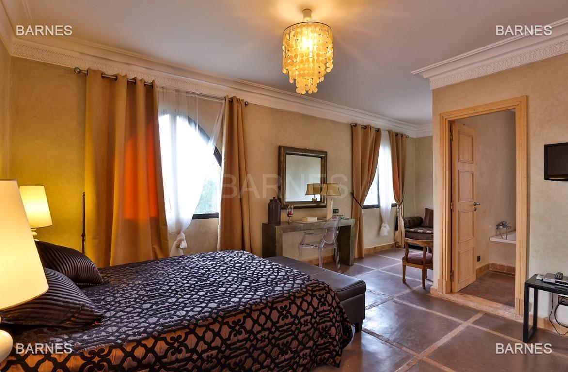 Superbe villa marocaine, construite sur un beau terrain arboré de 1 hectare à la sortie de Marrakech, 10mn en voiture du centre ville.  picture 14
