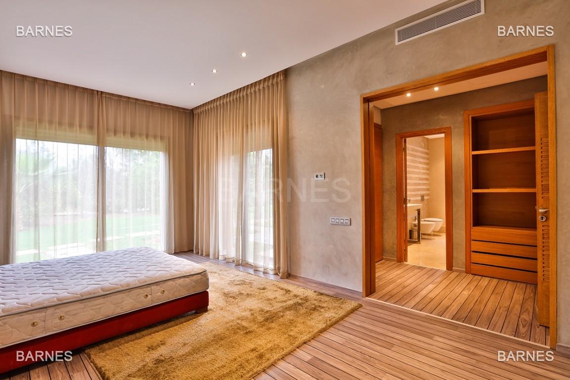 Villa contemporaine au coeur du circuit de la palmeraie Marrakech bâtie sur un terrain de 4000 m² et offrant une superficie habitable de 430 m². picture 6