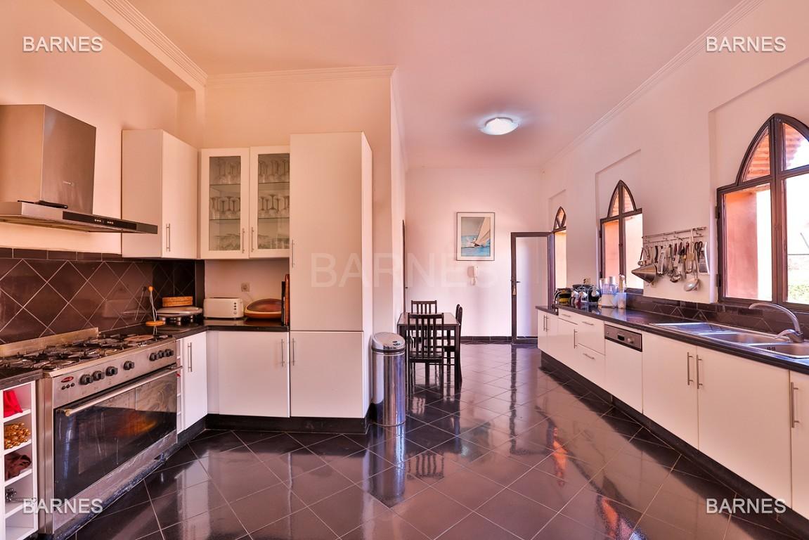 Très belle propriété d'inspiration marocaine, construite de plain pied sur 600m2  picture 11