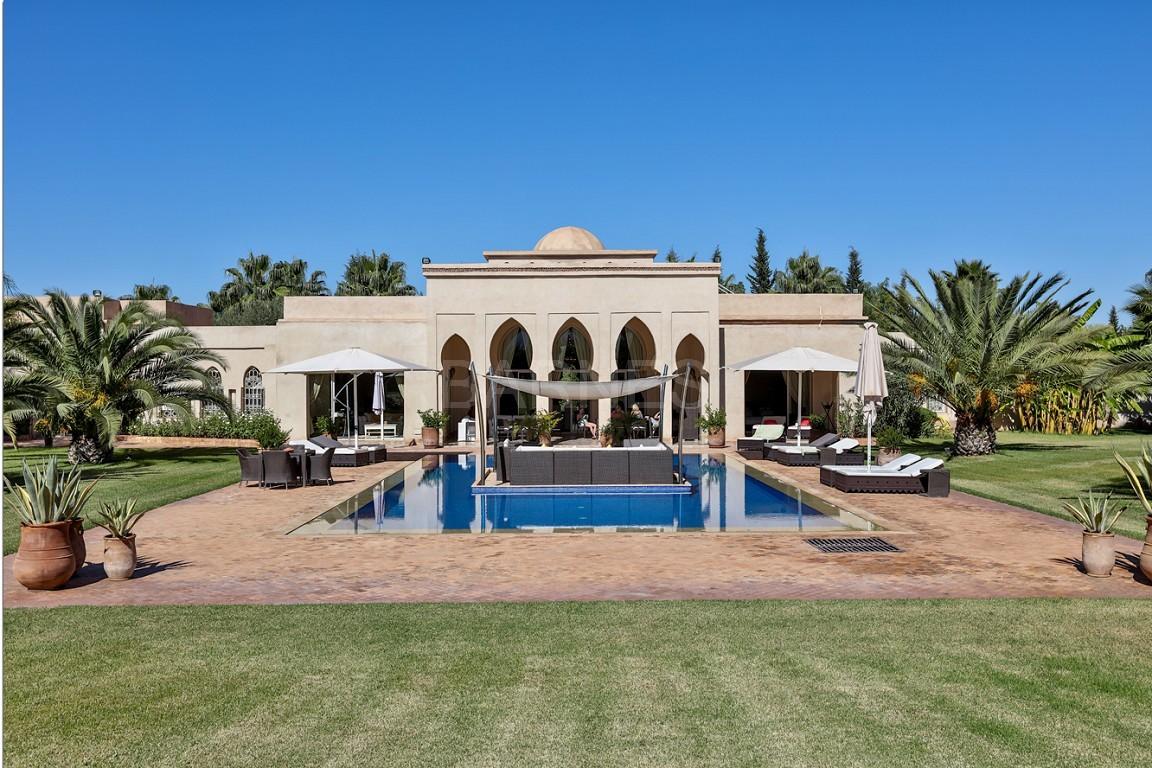 Très belle réalisation marocaine au pieds de l'Atlas, à 30mn de Marrakech, construite sur un parc ultra paysagé de 1 hectare, d'une végétation luxuriante, la villa est construite de plain pied et dispose d'une surface construite de 750m2 environ. picture 19