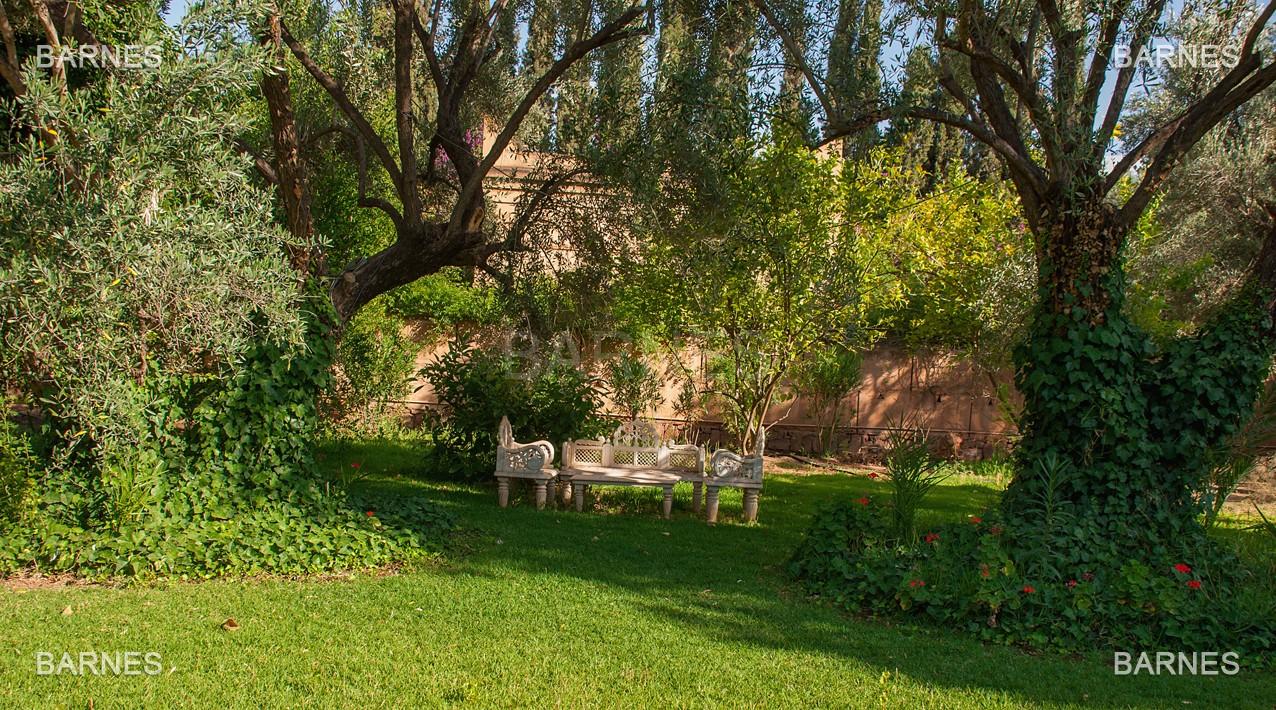Une très belle propriété plein de charme, nichée au beau milieu d'un très beau parc de 2.500m²,  picture 16