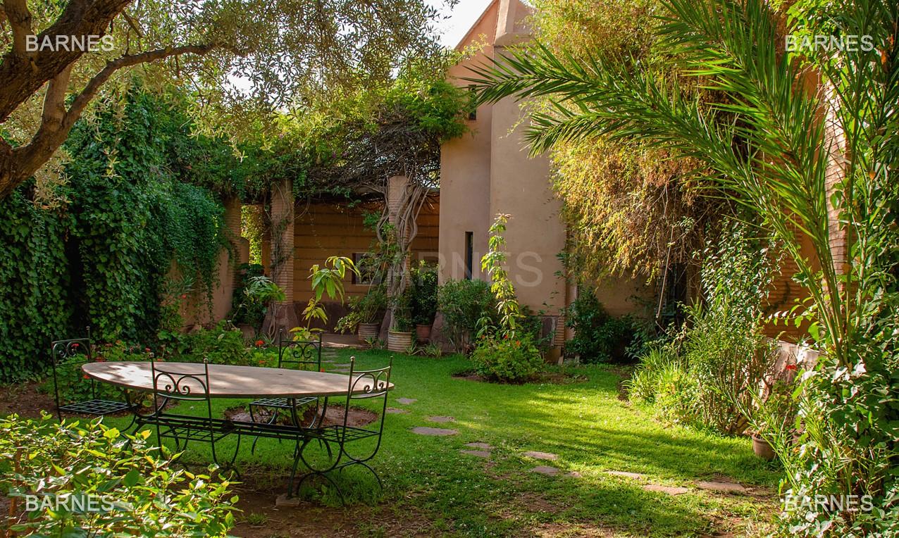 Une très belle propriété plein de charme, nichée au beau milieu d'un très beau parc de 2.500m²,  picture 19