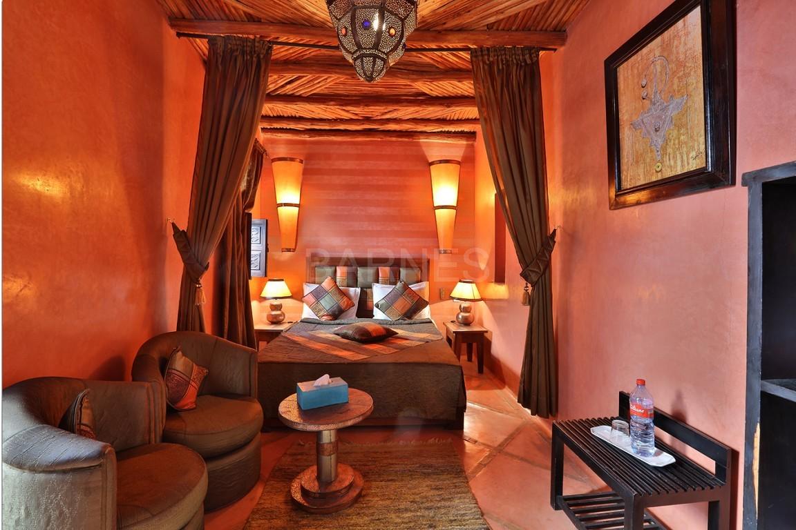 Riad maison d'hôtes, 7 chambres, 7 salles de bains, patio piscine, bhou (salon ouvert), cheminée, salle à manger, terrasse picture 1