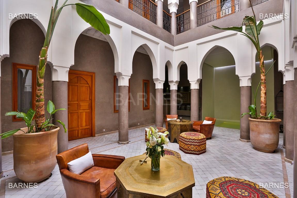 Maison d'hôtes, 8 chambres, 8 salles de bains, bassin, terrasse, jacuzzi. picture 2