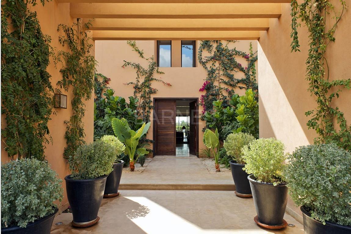 Nichée en première ligne du golf Al Maaden, cette tres belle propriété de luxe contemporaine abrite six chambres et suites au confort d'exception picture 19