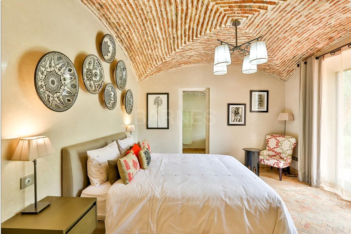 Vente villa Marrakech  Très belle villa sur Golf d'Amelkis, 5ch, toute récemment refaite et décorée avec du mobilier de très grande qualité.  picture 14