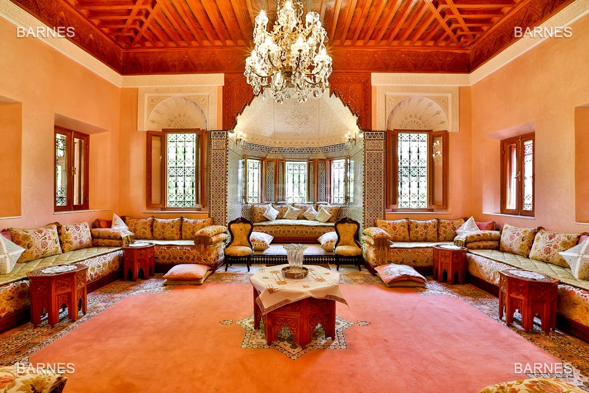 Très belle propriété a la palmeraie, véritable opportunité en terme de rapport qualité prix. 6 chambres un hectare de terrain arboré, dans la belle palmeraie , belle piscine. Matériaux noble marbre, boiserie en cèdres… picture 10
