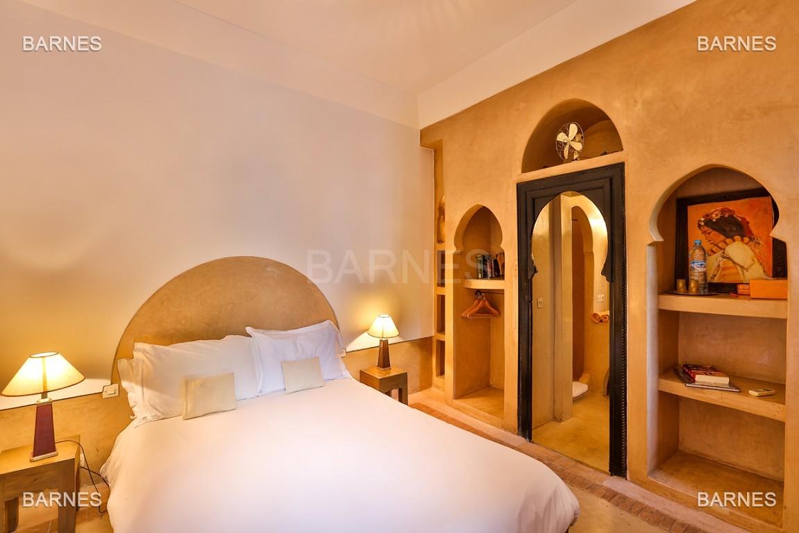 Riad maison d'hôtes, 6 chambres, 6 salles de bains, salon, salle à manger, cuisine, patio, bassin, terrasse. picture 7