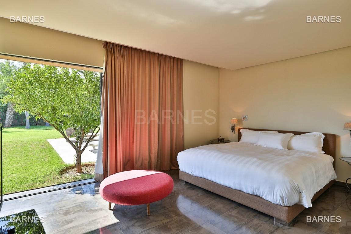 Très belle villa de plein-pied au ligne contemporaine avec de large baie vitrée en 1er ligne de golf . picture 12