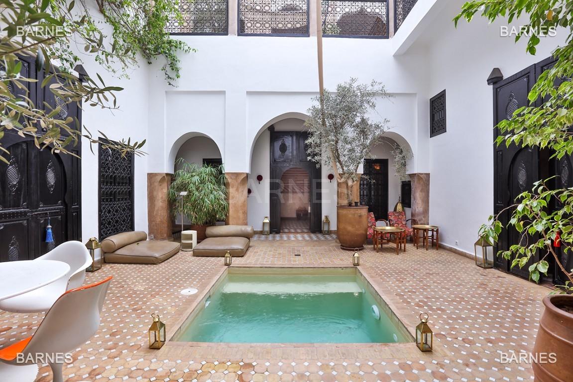 Riad maison d'hôtes, 6 chambres, 6 salles de bains, salon, salle à manger, cuisine, patio, bassin, terrasse. picture 0