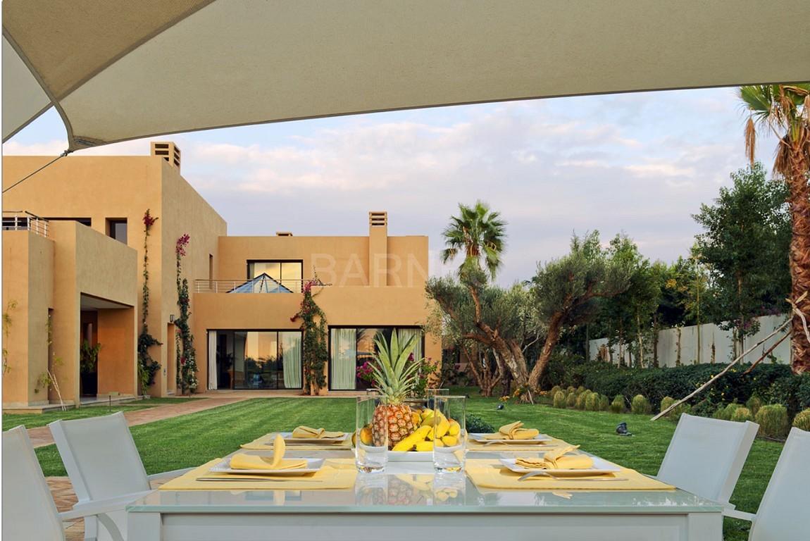 Nichée en première ligne du golf Al Maaden, cette tres belle propriété de luxe contemporaine abrite six chambres et suites au confort d'exception picture 0