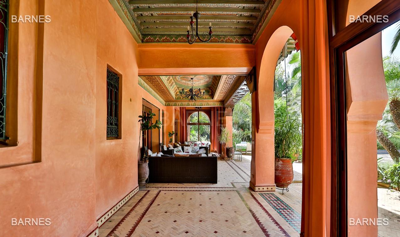 Très belle propriété a la palmeraie, véritable opportunité en terme de rapport qualité prix. 6 chambres un hectare de terrain arboré, dans la belle palmeraie , belle piscine. Matériaux noble marbre, boiserie en cèdres… picture 5