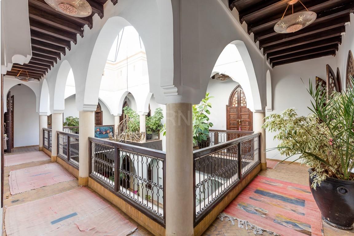 Riad maison d'hôtes, 7 chambres, 7 salles de bains, patio piscine, bhou (salon ouvert), cheminée, salle à manger, terrasse picture 7