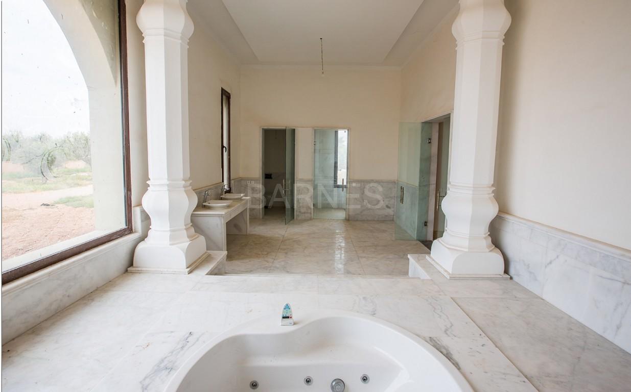 Vente villa Marrakech  Très belle villa sur Golf d'Amelkis, 5ch, toute récemment refaite et décorée avec du mobilier de très grande qualité.  picture 15
