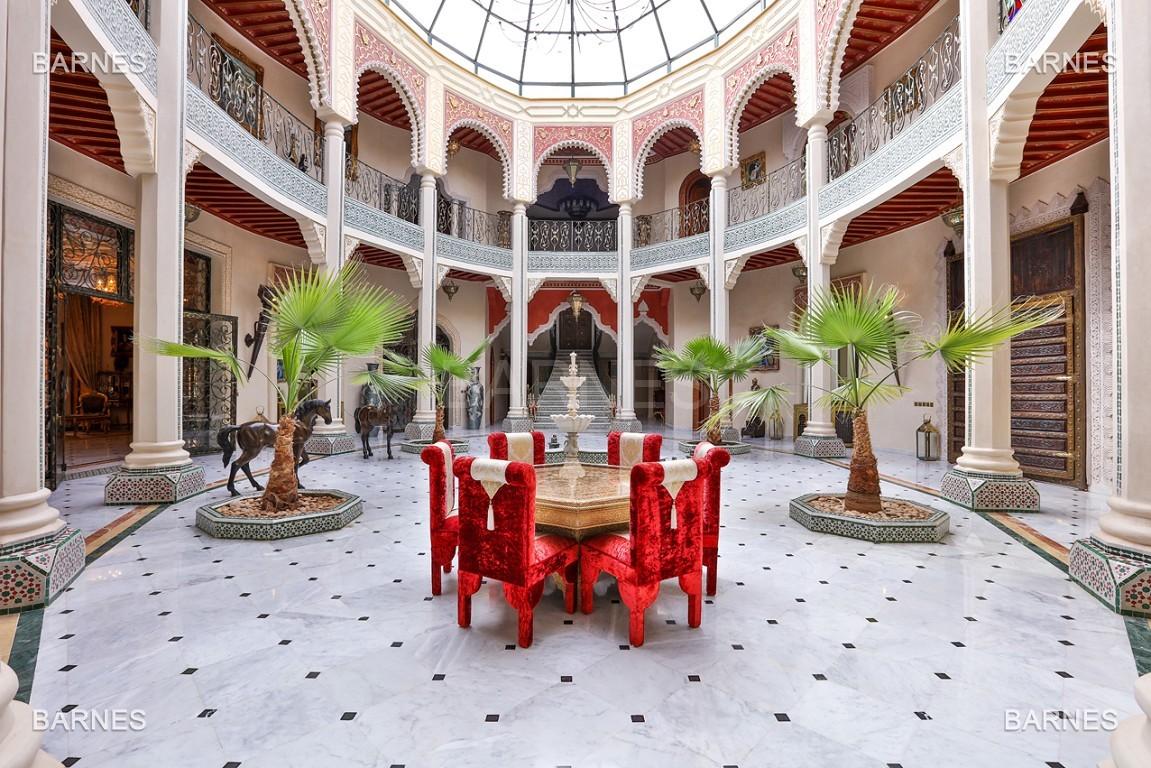 véritable palais arabo andalou aux dimensions impressionnantes. picture 1