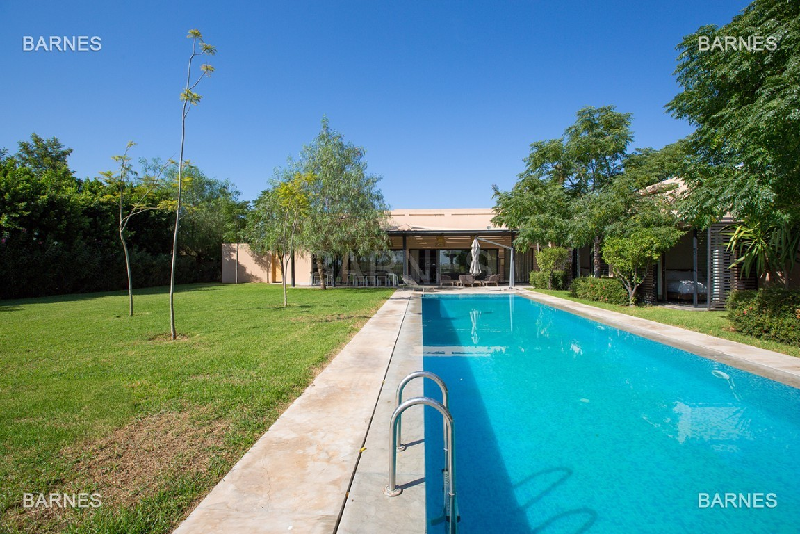 Très belle villa de plein-pied au ligne contemporaine avec de large baie vitrée en 1er ligne de golf . picture 19