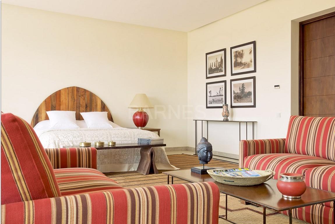 Nichée en première ligne du golf Al Maaden, cette tres belle propriété de luxe contemporaine abrite six chambres et suites au confort d'exception picture 12